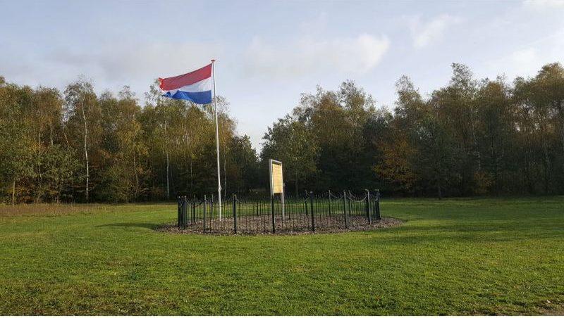 Veteranenlandgoed Vrijland - Plein van de Grondwet - Veteranenwandelroute - Nederlandse vlag